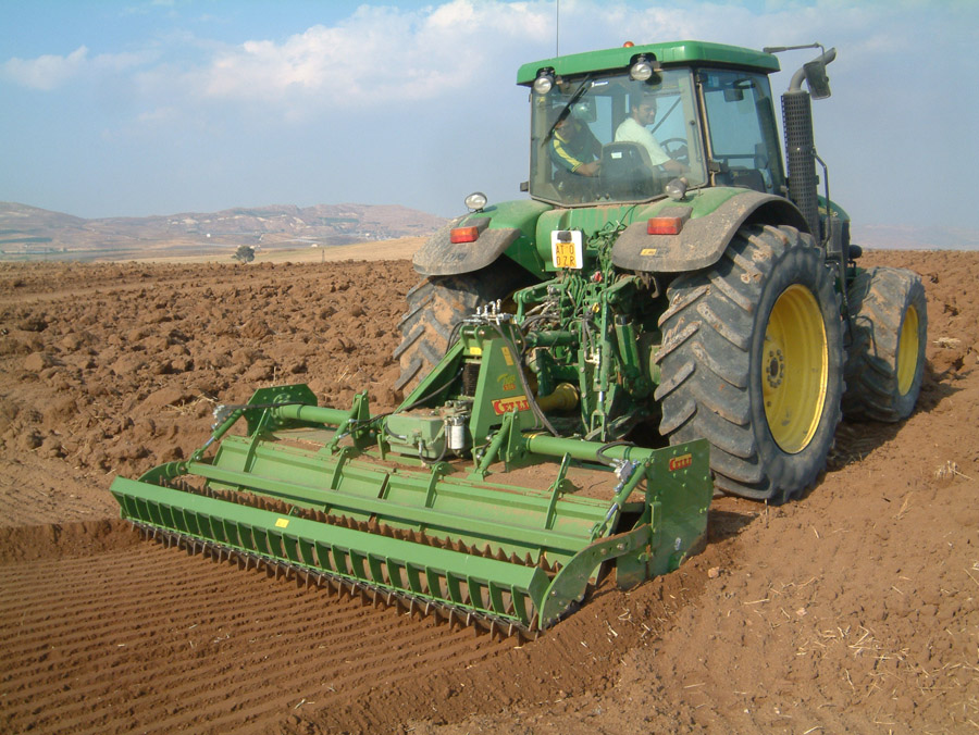 T250-working-in-the-field-01