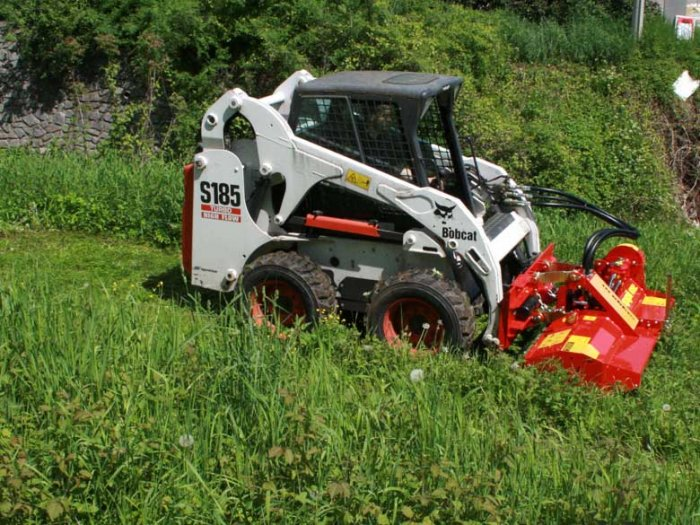 img-files-09-hydraulic-drive-mulchers-smwa-skid-steer-2-700